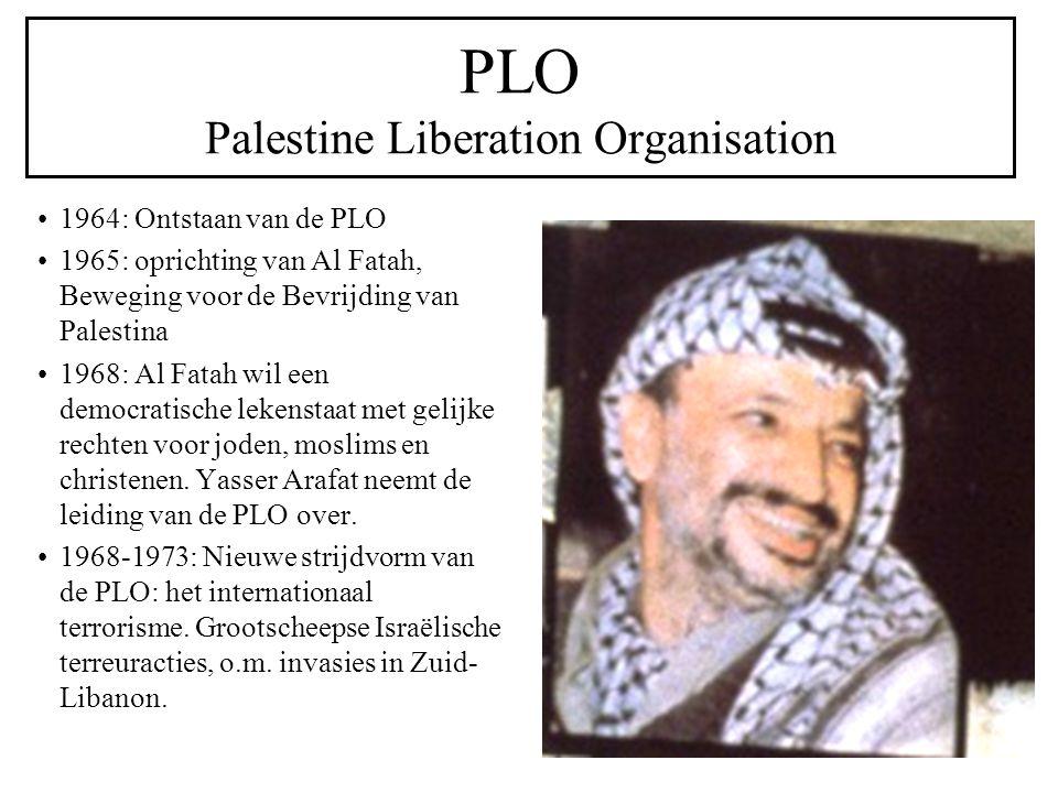 PLO Palestine Liberation Organisation 1964: Ontstaan van de PLO 1965: oprichting van Al Fatah, Beweging voor de Bevrijding van Palestina 1968: Al Fatah wil een democratische lekenstaat met gelijke rechten voor joden, moslims en christenen.