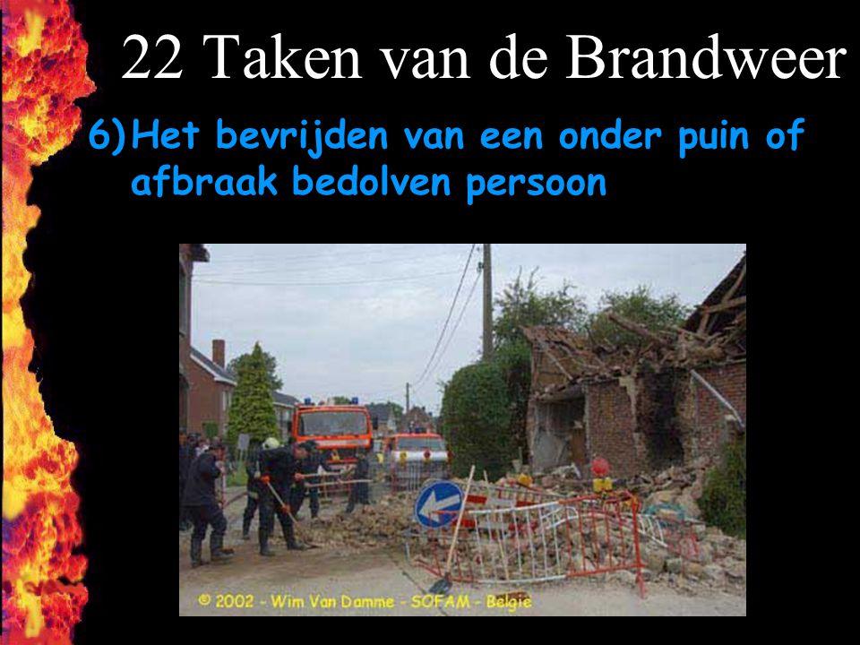 F 22 Taken van de Brandweer 6)Het bevrijden van een onder puin of afbraak bedolven persoon