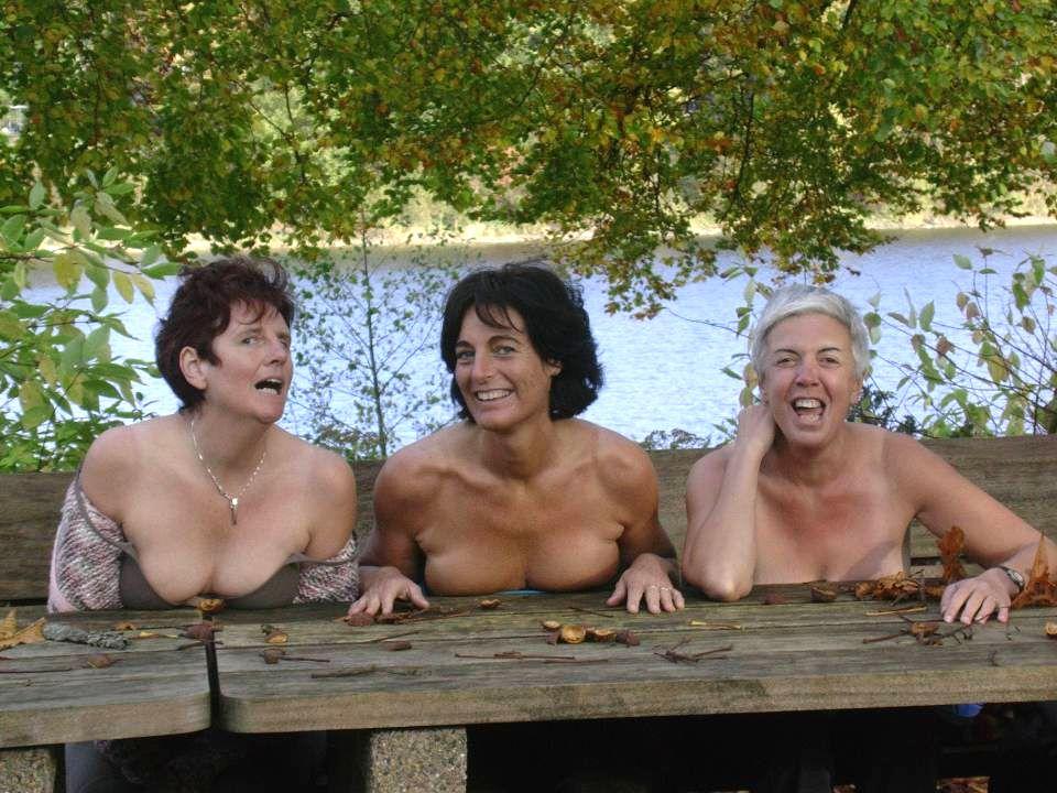 OPDRACHT Maak een artistieke naaktfoto van een of meerdere vrouwen in de natuur Maak een artistieke naaktfoto van een of meerdere vrouwen in de natuur