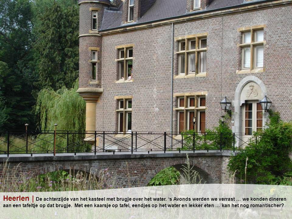 Heerlen | De achterzijde van het kasteel met brugje over het water.