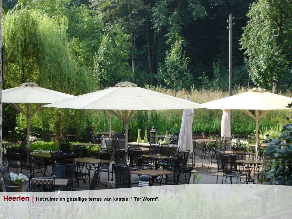 Heerlen | Het ruime en gezellige terras van kasteel ''Ter Worm''.