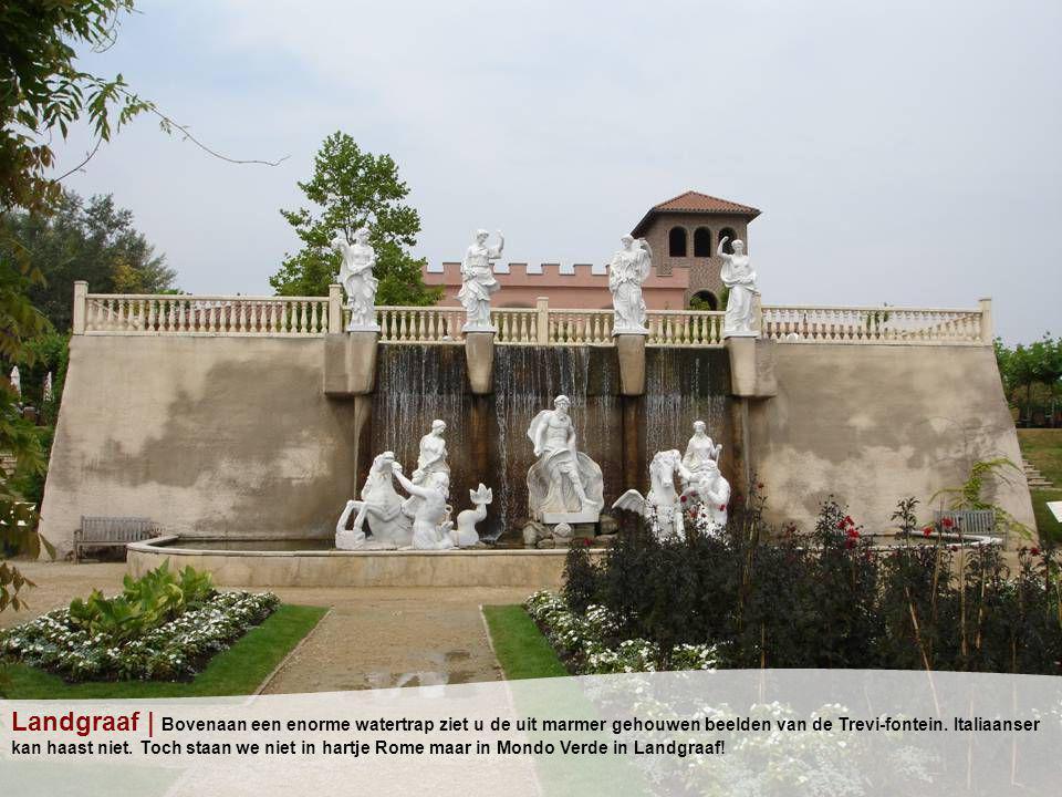 Landgraaf | Bovenaan een enorme watertrap ziet u de uit marmer gehouwen beelden van de Trevi-fontein.