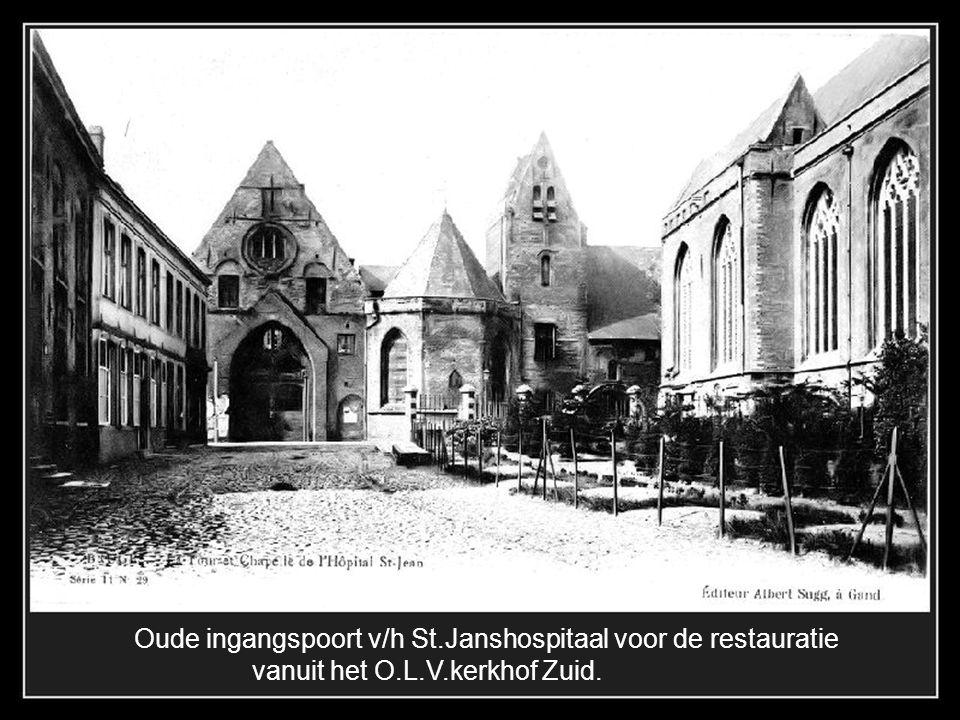 Rond 1871 werden restauratiewerken aan O.L.V.kerk uitgevoerd, waarbij 4 hoektorentjes werden geplaatst.