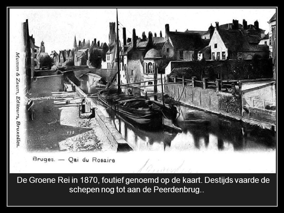 De Wollestraat 1900, de zaak De groote Mortier gerstaureerd in 1879 De pomp en het kanon met opschrift 80-1-6 zijn verwijderd.
