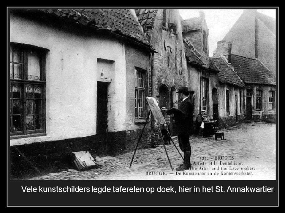 De Carmersstraat in 1898 hier met een versiering van een Kalvarieberg.