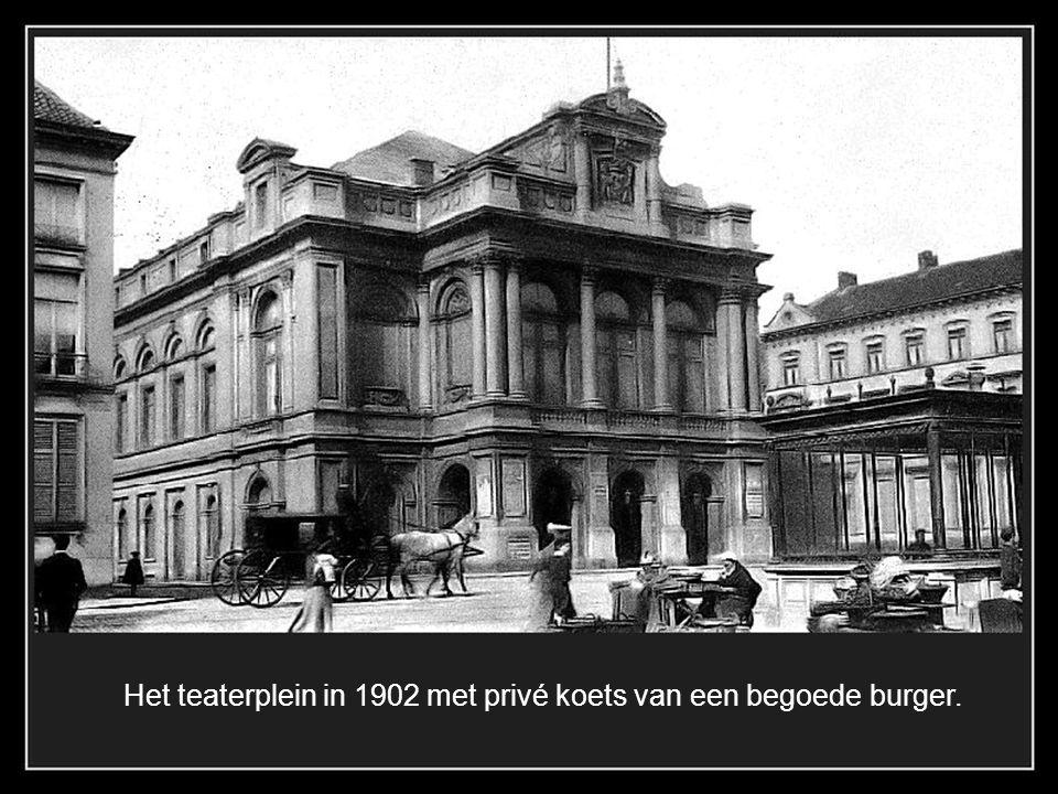 Het huis op de jan van Eyckplein in een soort Jugendstill met oosterse ellementen werd in 1904 gebouwd en door een bom vernield in de eerste wereldoor