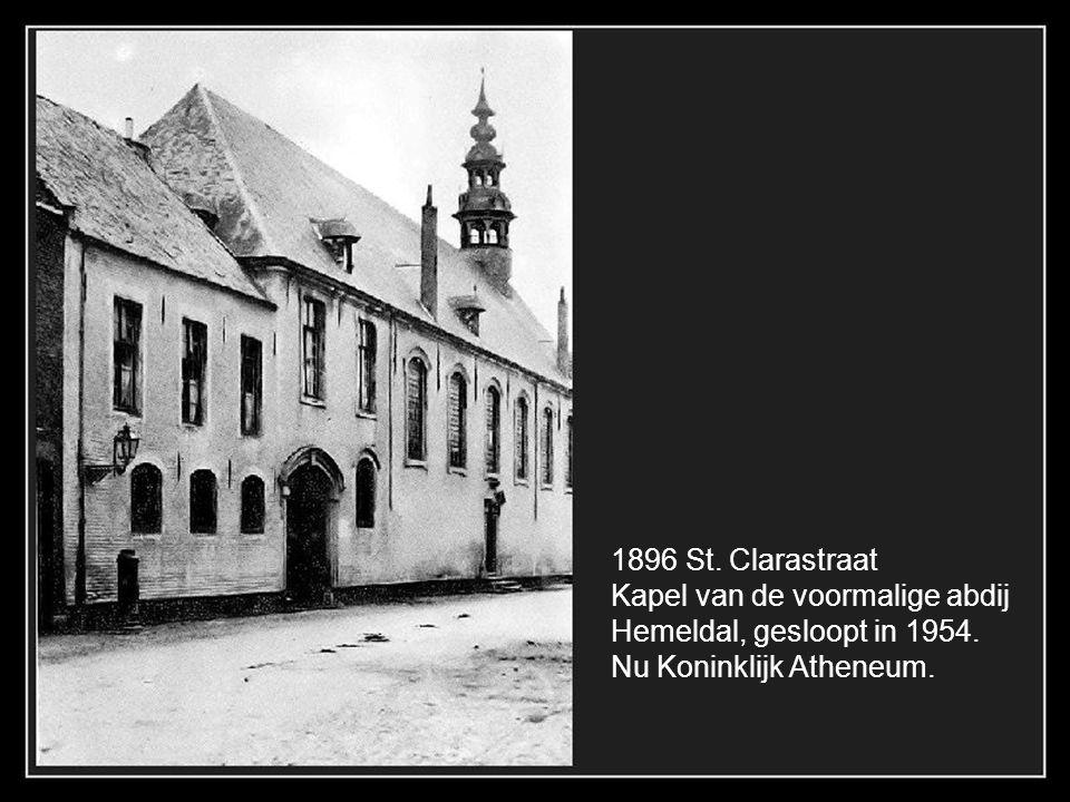 1900 Hoek Garenmarkt en Nieuwe Gentweg met het spoor voor de stoomtram naar Oostkamp.