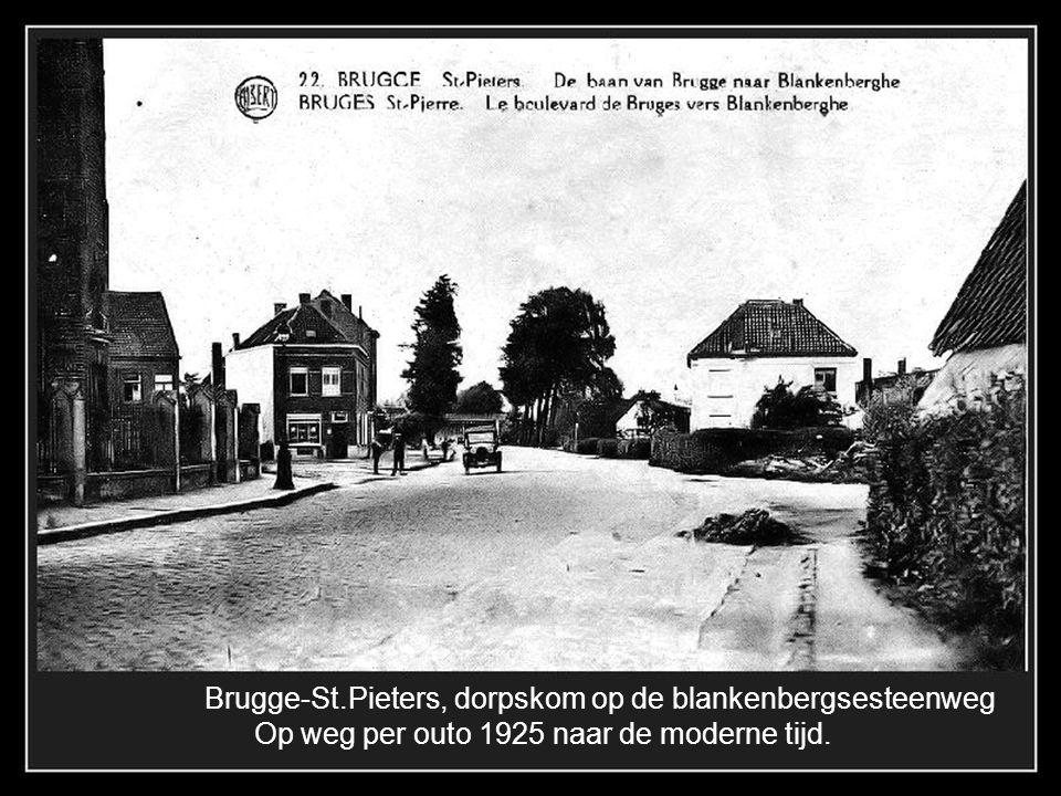 Brugge-St.Pieters 1905, Het groot station in neo-gotische stijl werd gebouwd in 1904 Het werd nooit gebruikt en uiteindelijk gesloopt na 1950.