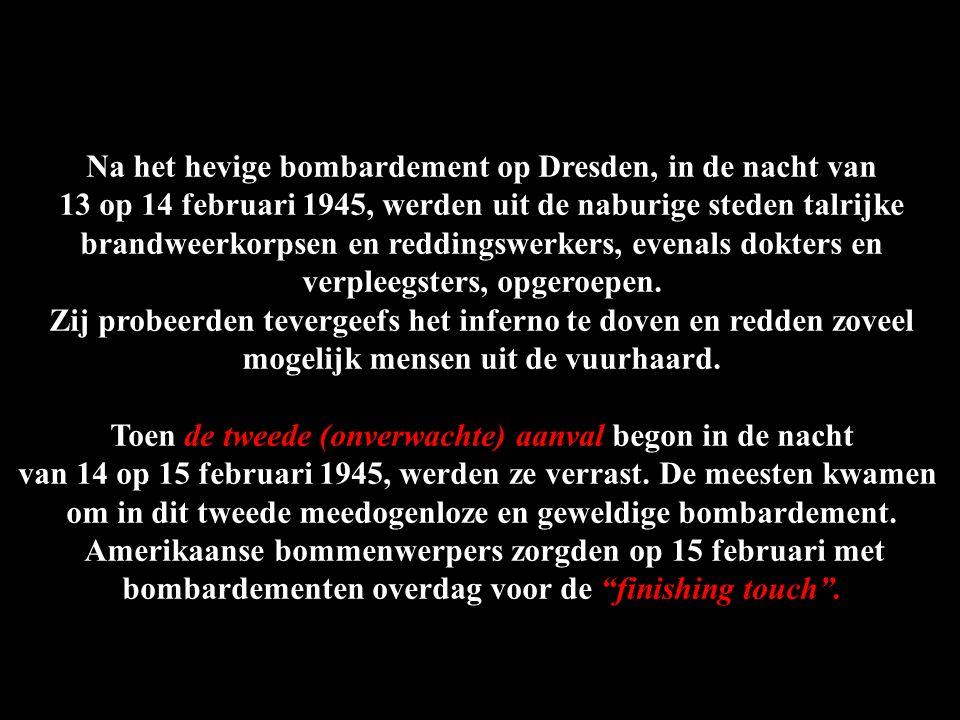 De gloed van de brandbommen die op Dresden werden afgeworpen.