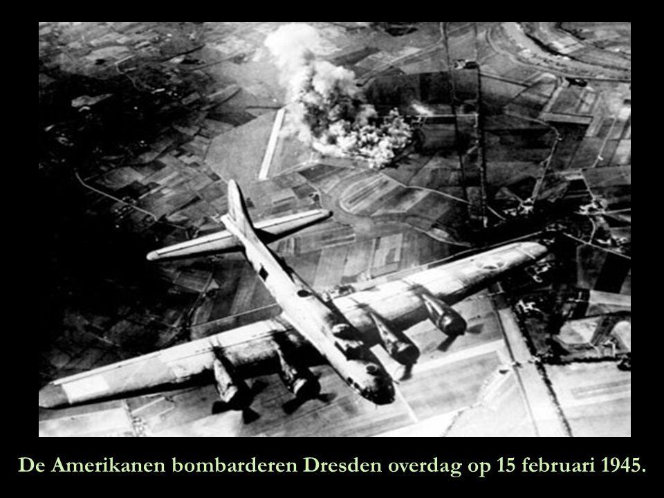 Meer Amerikaanse bommenwerpers boven Dresden.