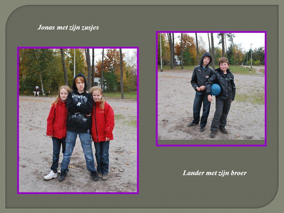 Jonas met zijn zusjes Lander met zijn broer