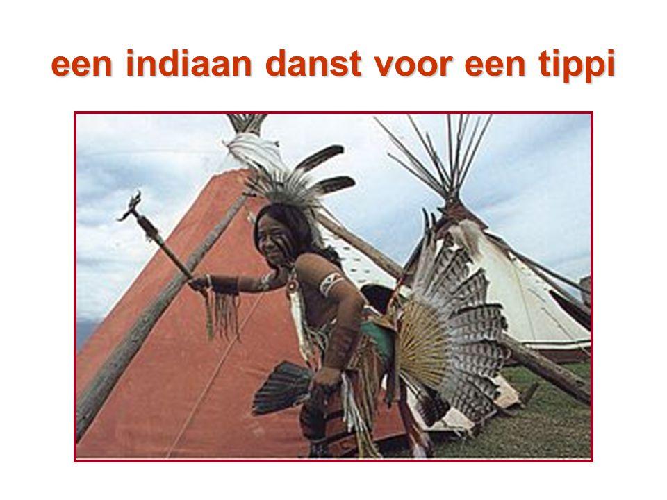 een indiaan danst voor een tippi
