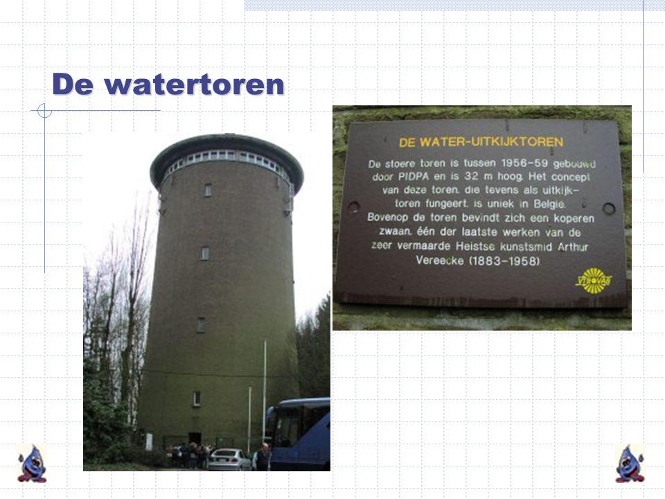 De watertoren De watertoren is een reservoir.Hij regelt de druk in de leidingen.