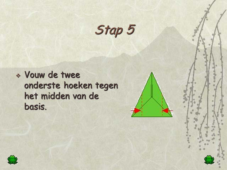 Stap 4  Vouw de onderste driehoek naar boven.