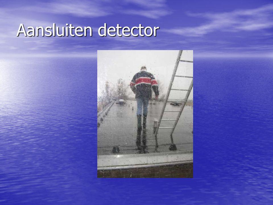 Aansluiten detector