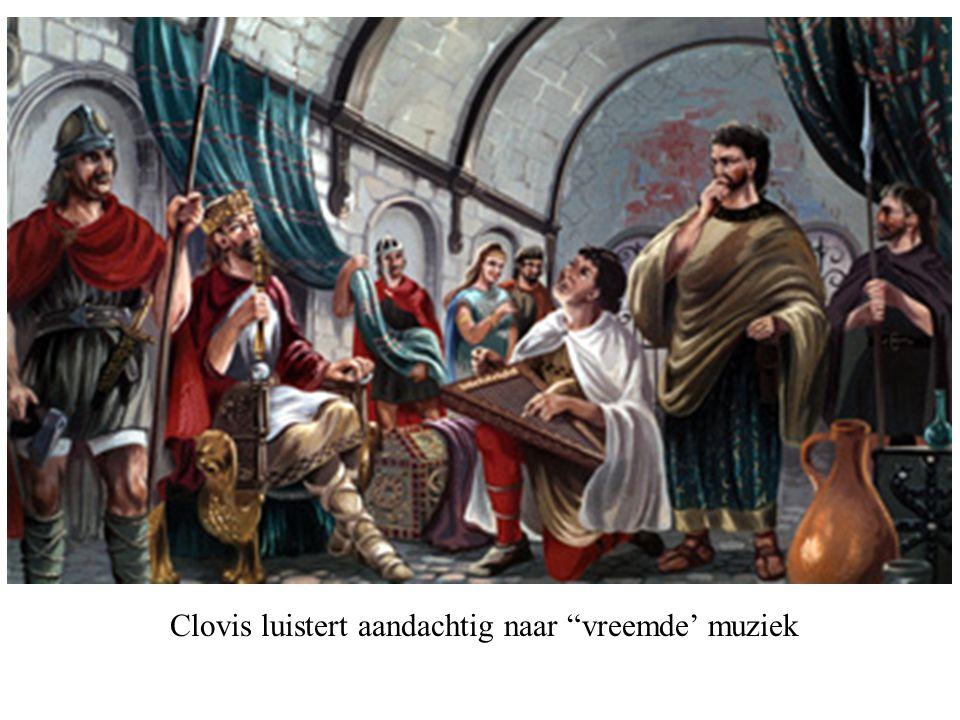 """Clovis luistert aandachtig naar """"vreemde' muziek"""