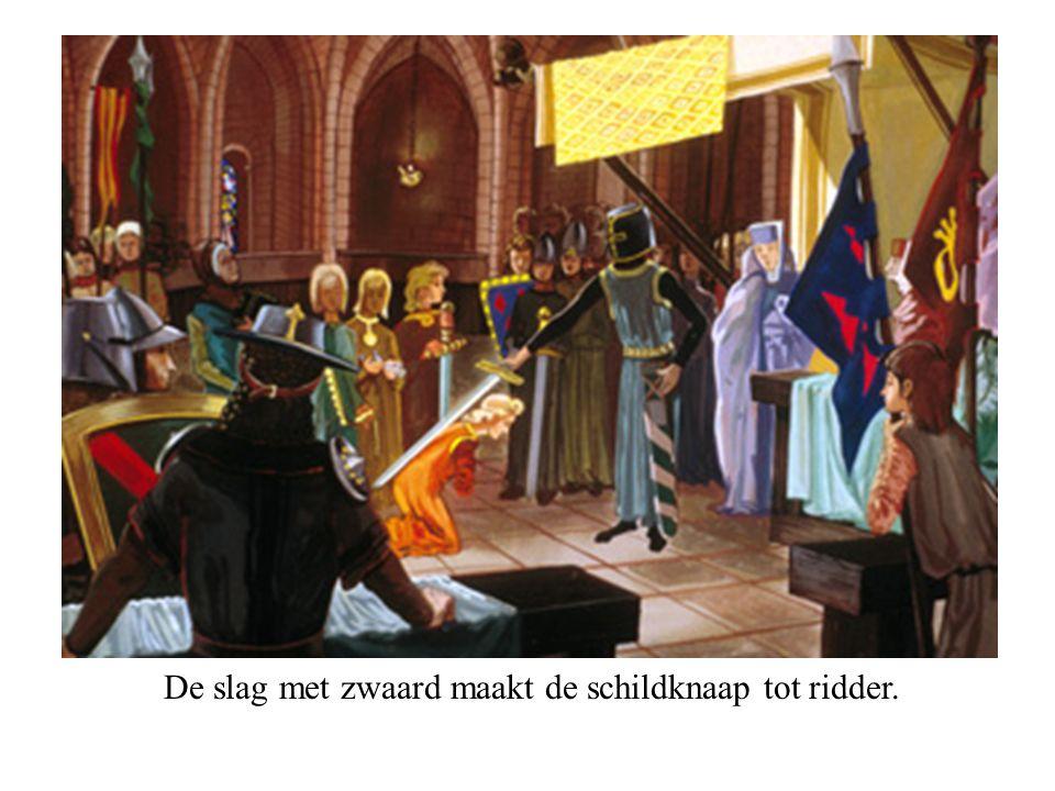 De slag met zwaard maakt de schildknaap tot ridder.