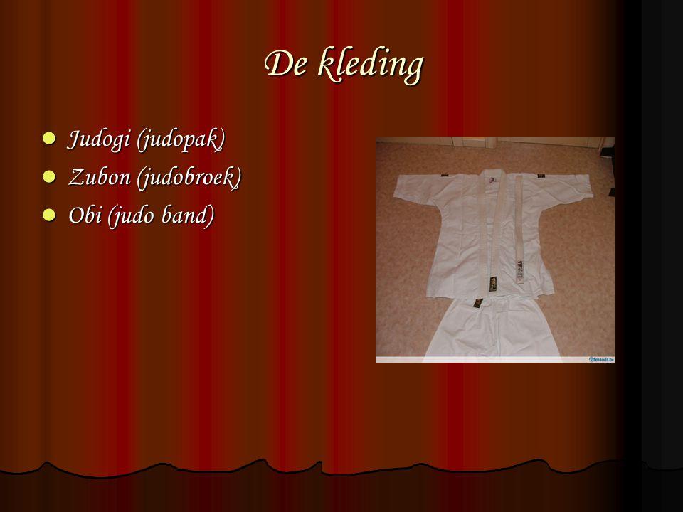 De kleding Judogi (judopak) Judogi (judopak) Zubon (judobroek) Zubon (judobroek) Obi (judo band) Obi (judo band)