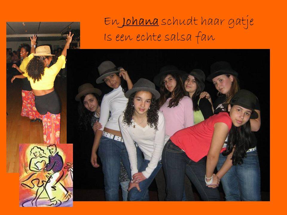 En Johana schudt haar gatje Is een echte salsa fan