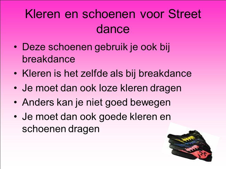 Kleren en schoenen voor Street dance Deze schoenen gebruik je ook bij breakdance Kleren is het zelfde als bij breakdance Je moet dan ook loze kleren dragen Anders kan je niet goed bewegen Je moet dan ook goede kleren en schoenen dragen