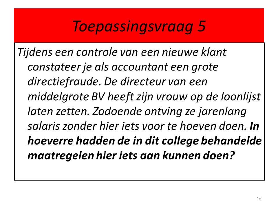 Toepassingsvraag 5 Tijdens een controle van een nieuwe klant constateer je als accountant een grote directiefraude. De directeur van een middelgrote B