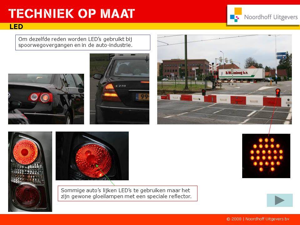 LED Door hun afmeting zijn leds in figuren te verwerken. Ook voor verkeerslichten worden steeds vaker LED's gebruikt vanwege hun betrouwbaarheid en ze