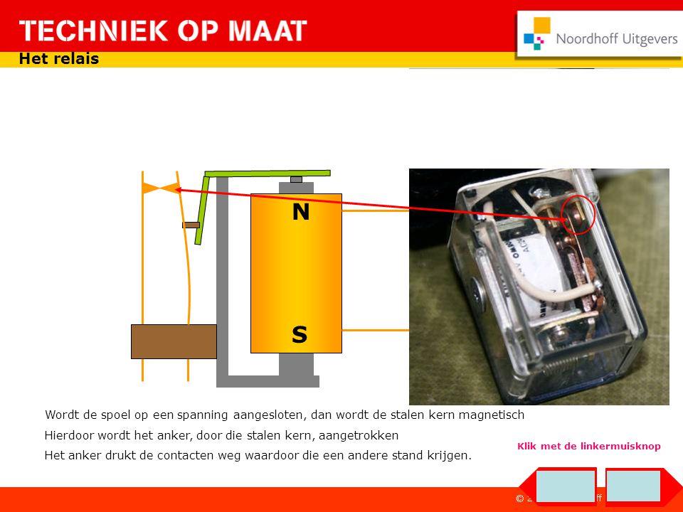 - + Het relais in een schakeling Druk je op de indrukker dan is er een gesloten stroomkring.