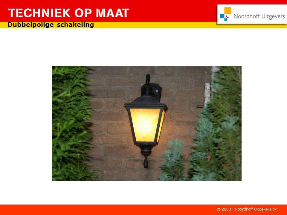 L N E S S Schakelaar open, beide contacten gaan gelijktijdig open en de lamp is uit.