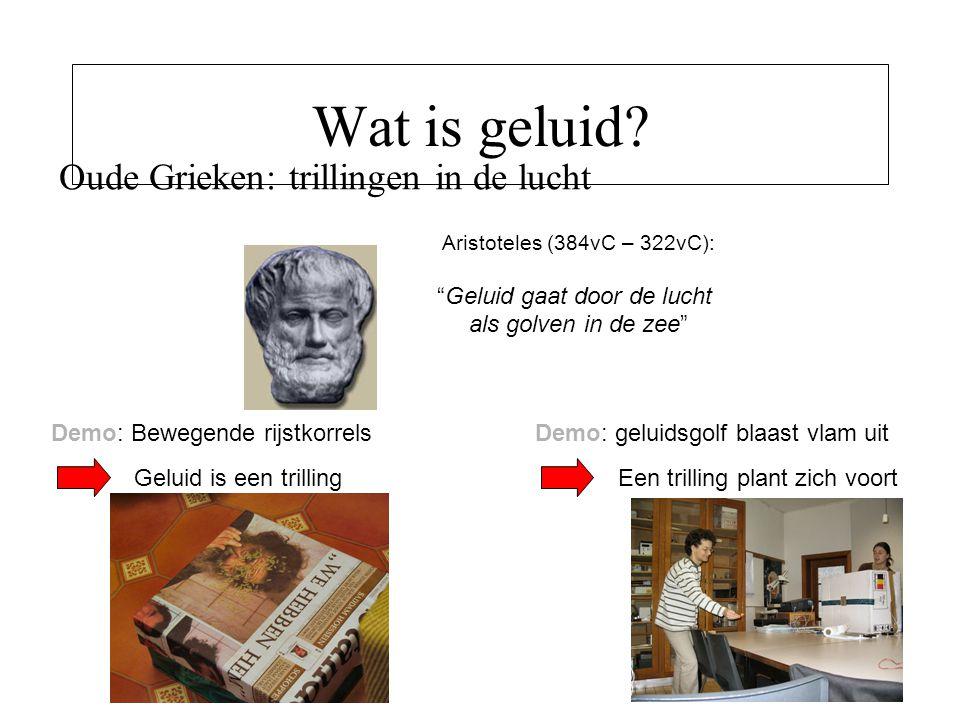 """Wat is geluid? Oude Grieken: trillingen in de lucht Aristoteles (384vC – 322vC): """"Geluid gaat door de lucht als golven in de zee"""" Demo: Bewegende rijs"""