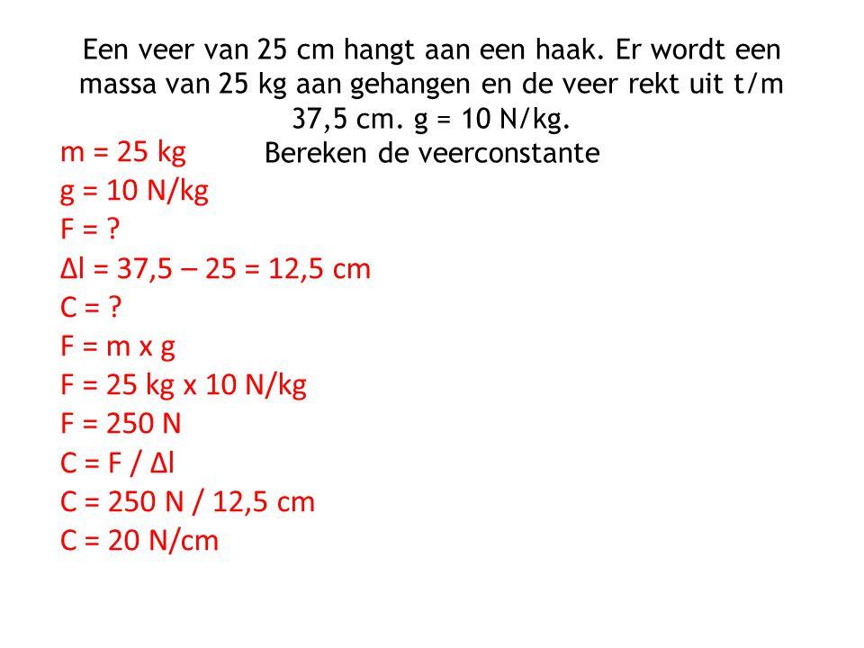 Een veer van 25 cm hangt aan een haak. Er wordt een massa van 25 kg aan gehangen en de veer rekt uit t/m 37,5 cm. g = 10 N/kg. Bereken de veerconstant