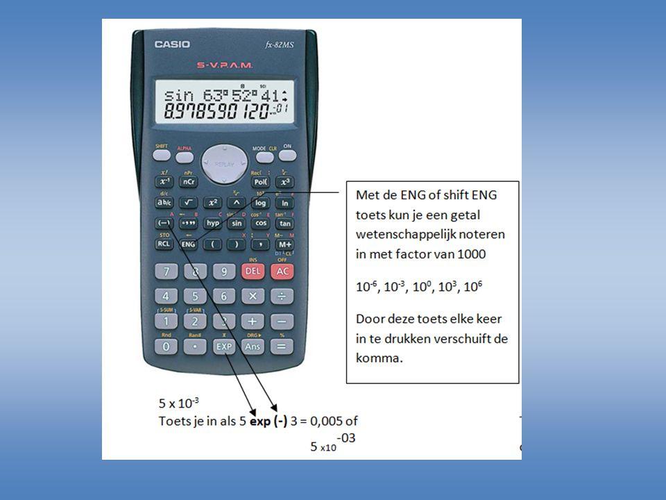 Wetenschappelijk invoeren Reken de volgende som uit: 5 x 10 3 / 2,5 x 10 -2 Invoer: 5 EXP 3 / 2,5 exp -2 Uitkomst:200.000 = 200 x 10 3 = 0,2 x 10 6