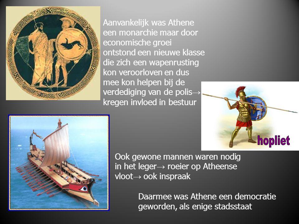 Aanvankelijk was Athene een monarchie maar door economische groei ontstond een nieuwe klasse die zich een wapenrusting kon veroorloven en dus mee kon