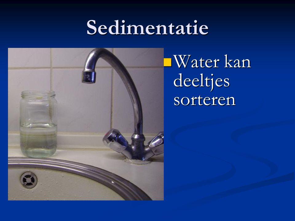 Sedimentatie Water kan deeltjes sorteren Water kan deeltjes sorteren