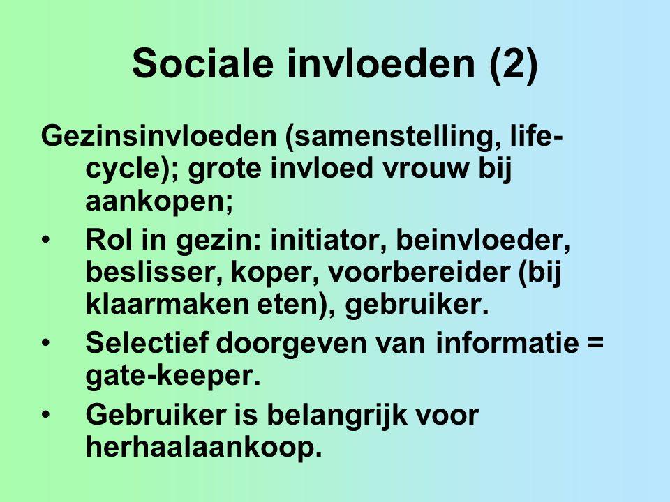 Sociale invloeden (2) Gezinsinvloeden (samenstelling, life- cycle); grote invloed vrouw bij aankopen; Rol in gezin: initiator, beinvloeder, beslisser, koper, voorbereider (bij klaarmaken eten), gebruiker.