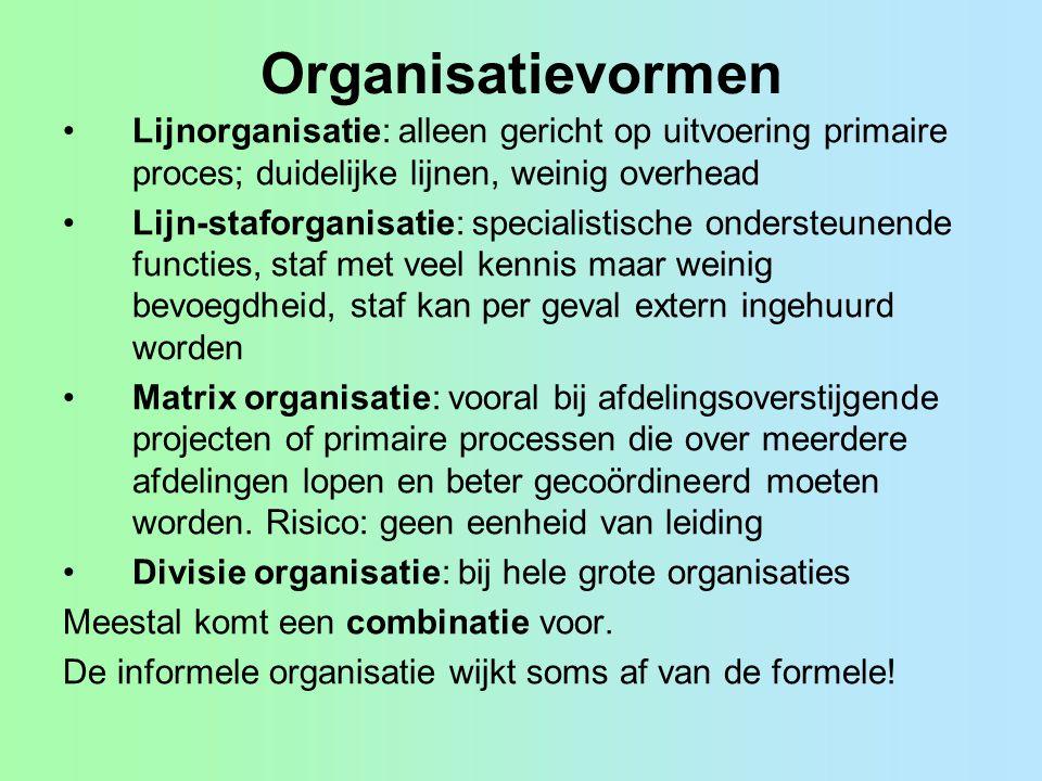 Organisatievormen Lijnorganisatie: alleen gericht op uitvoering primaire proces; duidelijke lijnen, weinig overhead Lijn-staforganisatie: specialistis