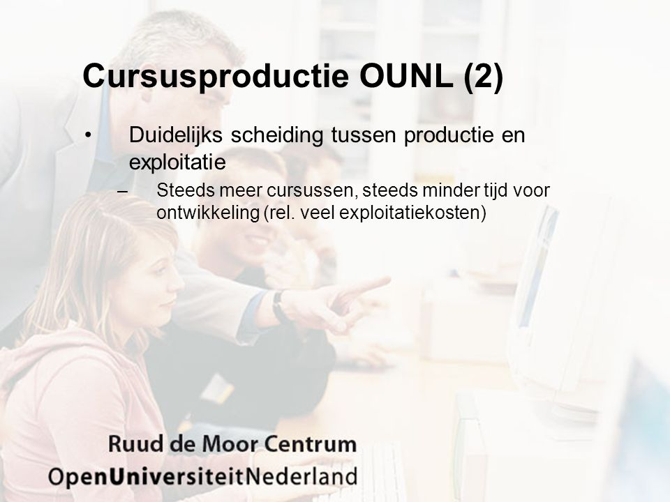 Cursusproductie OUNL (2) Duidelijks scheiding tussen productie en exploitatie –Steeds meer cursussen, steeds minder tijd voor ontwikkeling (rel.