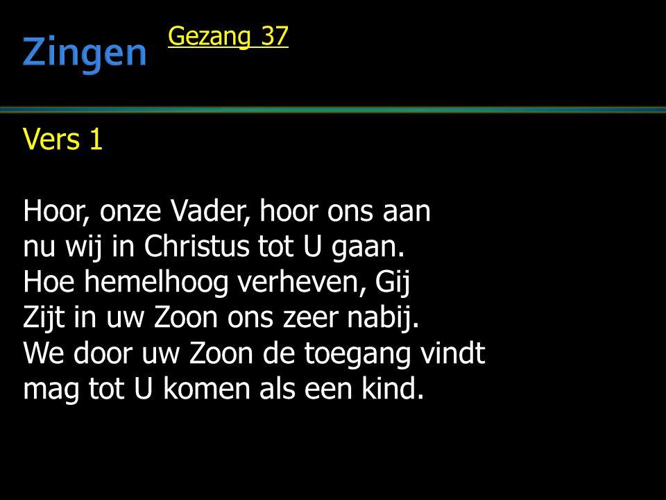 Vers 1 Hoor, onze Vader, hoor ons aan nu wij in Christus tot U gaan. Hoe hemelhoog verheven, Gij Zijt in uw Zoon ons zeer nabij. We door uw Zoon de to