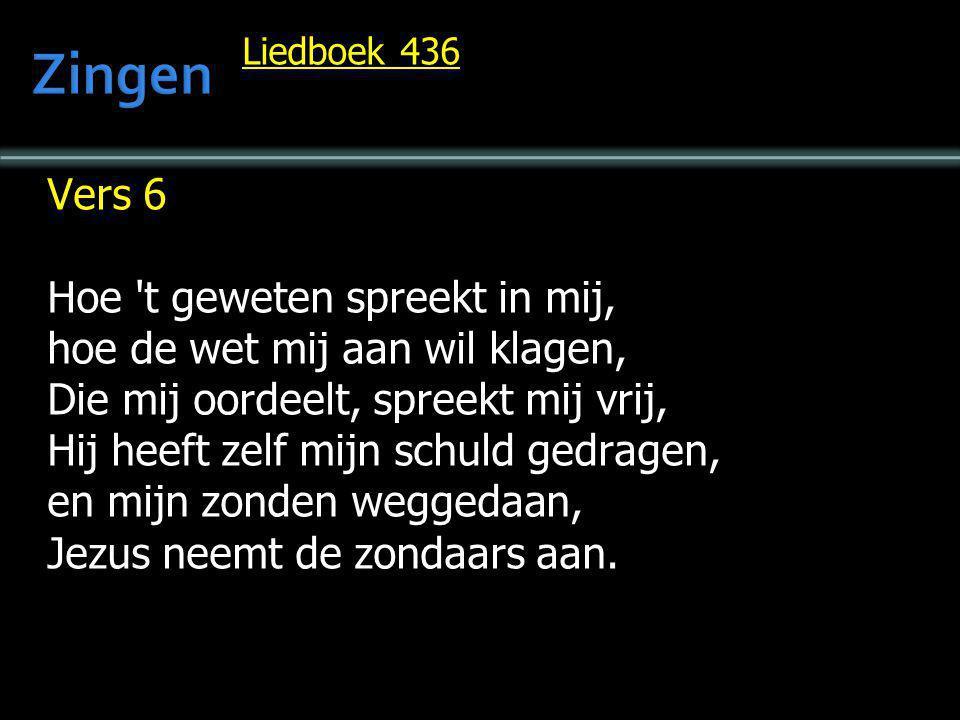 Liedboek 436 Vers 6 Hoe 't geweten spreekt in mij, hoe de wet mij aan wil klagen, Die mij oordeelt, spreekt mij vrij, Hij heeft zelf mijn schuld gedra