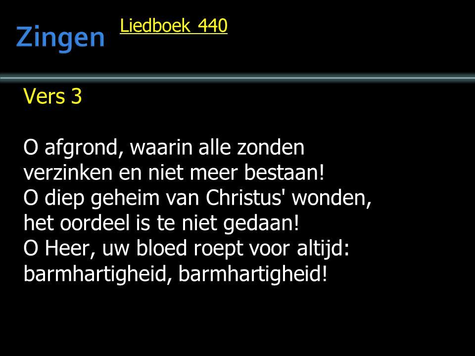Liedboek 440 Vers 4 Daarop wil ik gelovig bouwen, getroost, wat mij ook wedervaart; mij aan Gods vaderhart vertrouwen, wanneer mijn zonde mij bezwaart.