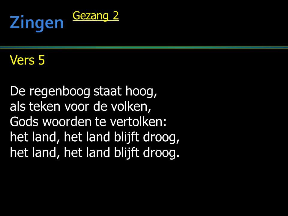 Vers 5 De regenboog staat hoog, als teken voor de volken, Gods woorden te vertolken: het land, het land blijft droog, het land, het land blijft droog.