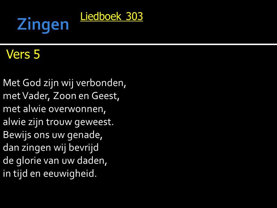 Liedboek 303 Vers 5 Met God zijn wij verbonden, met Vader, Zoon en Geest, met alwie overwonnen, alwie zijn trouw geweest. Bewijs ons uw genade, dan zi