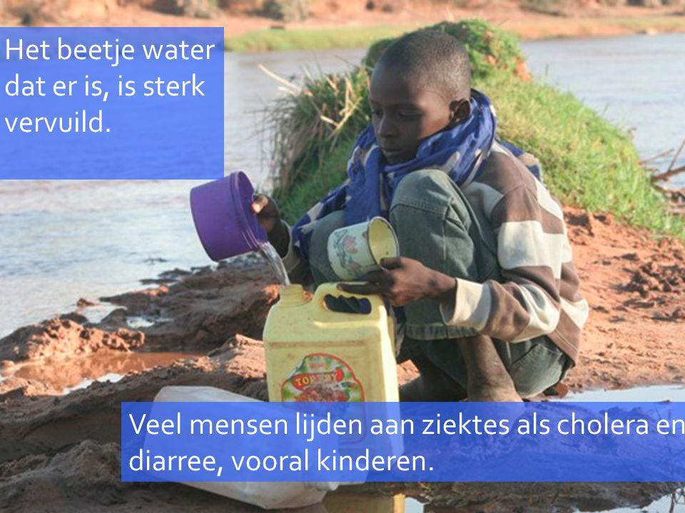 Het beetje water dat er is, is sterk vervuild. Veel mensen lijden aan ziektes als cholera en diarree, vooral kinderen.