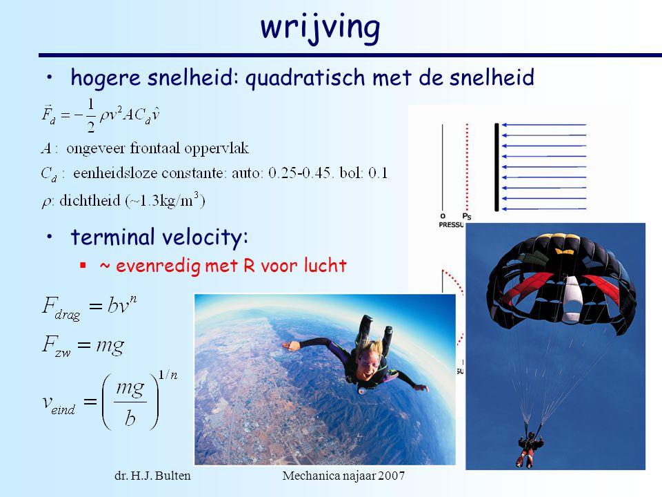 dr. H.J. Bulten Mechanica najaar 2007 2 wrijving hogere snelheid: quadratisch met de snelheid terminal velocity:  ~ evenredig met R voor lucht