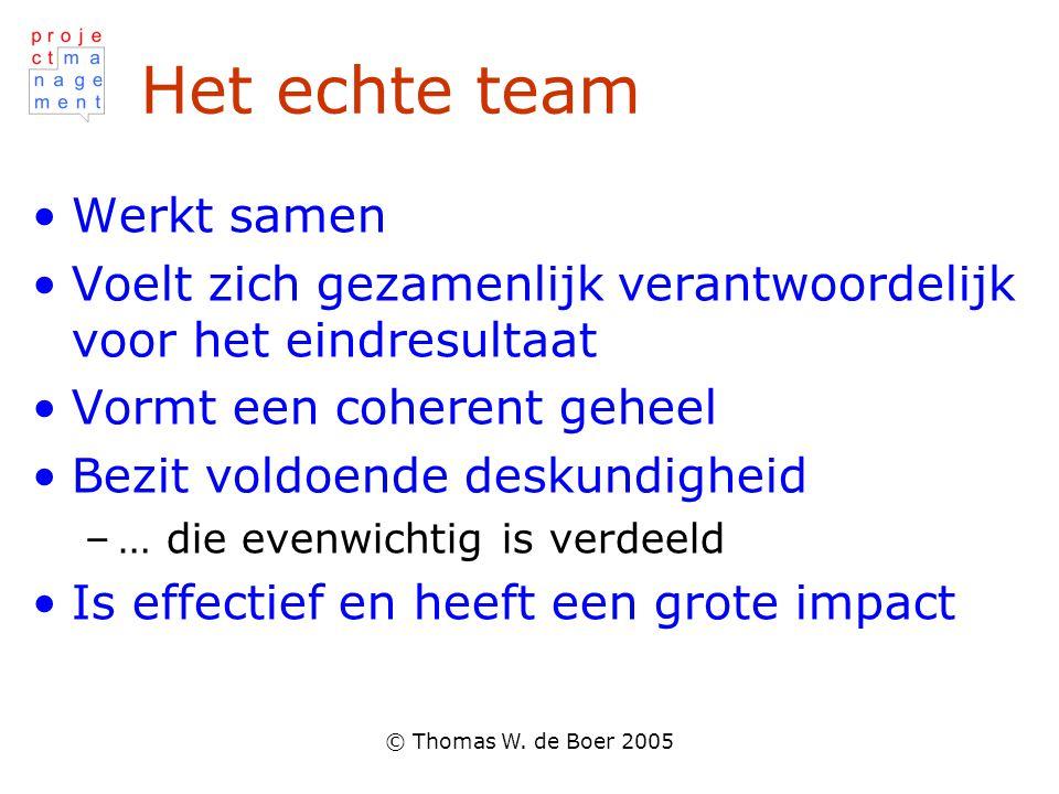 © Thomas W. de Boer 2005 Het echte team Werkt samen Voelt zich gezamenlijk verantwoordelijk voor het eindresultaat Vormt een coherent geheel Bezit vol