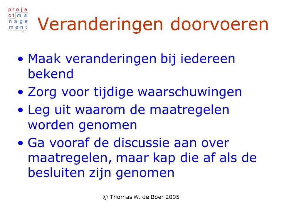 © Thomas W. de Boer 2005 Veranderingen doorvoeren Maak veranderingen bij iedereen bekend Zorg voor tijdige waarschuwingen Leg uit waarom de maatregele