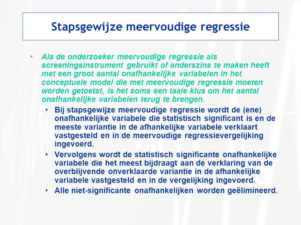 Stapsgewijze meervoudige regressie Als de onderzoeker meervoudige regressie als screeningsinstrument gebruikt of anderszins te maken heeft met een groot aantal onafhankelijke variabelen in het conceptuele model die met meervoudige regressie moeten worden getoetst, is het soms een taaie klus om het aantal onafhankelijke variabelen terug te brengen.