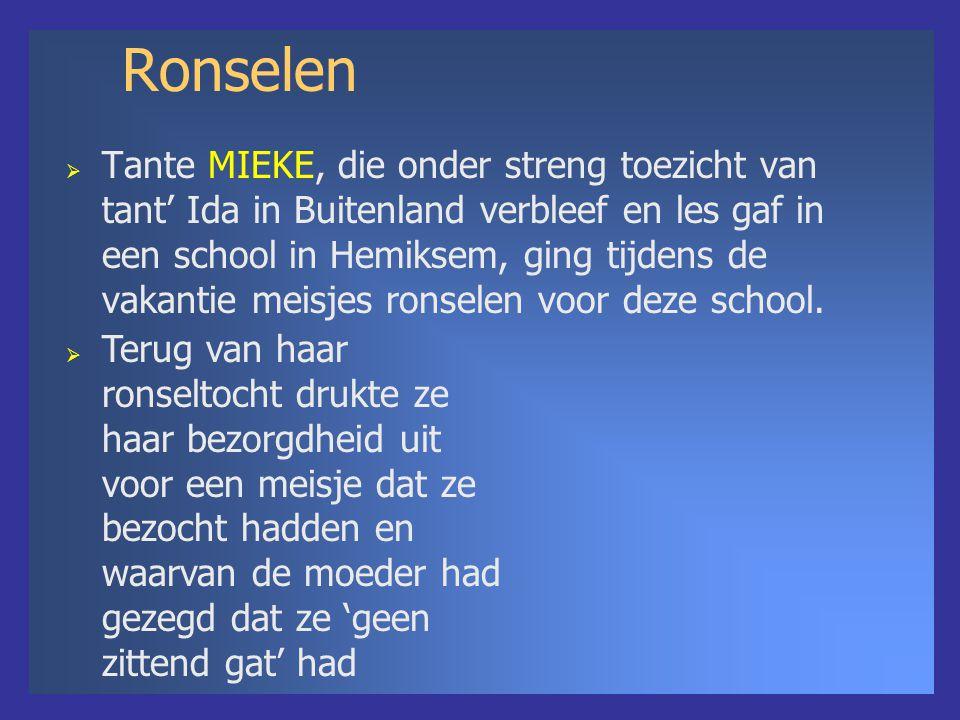 Ronselen  Tante MIEKE, die onder streng toezicht van tant' Ida in Buitenland verbleef en les gaf in een school in Hemiksem, ging tijdens de vakantie meisjes ronselen voor deze school.