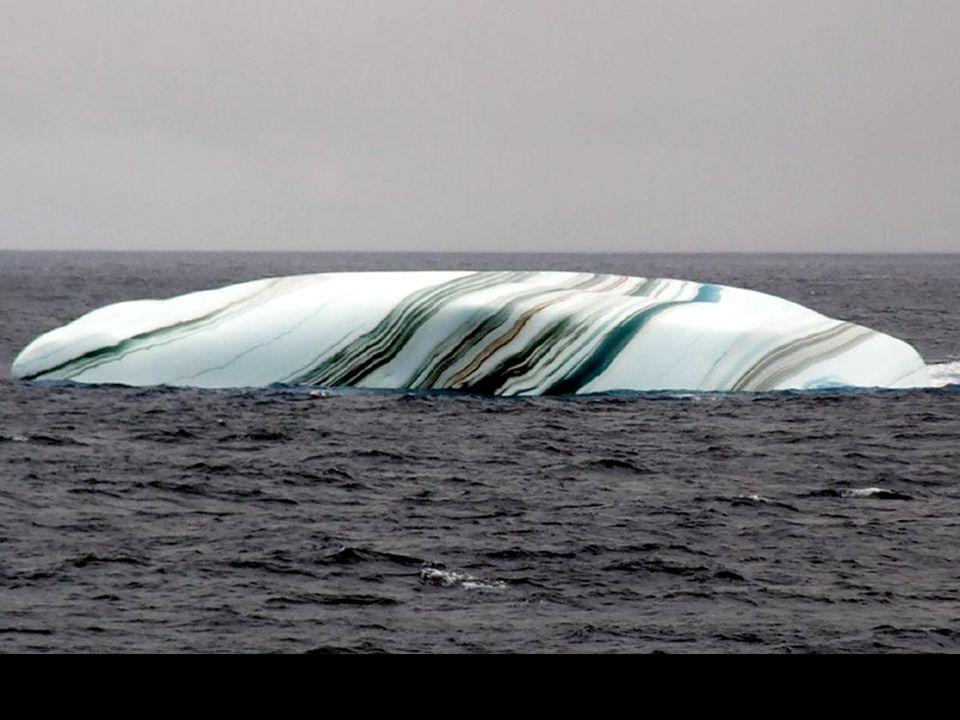 Verbazingwekkende ijsbergen *** Striped and Wave like Icebergs in Antarctic IJsbergen in de Antarctische omgeving hebben vaak strepen, gevormd door la