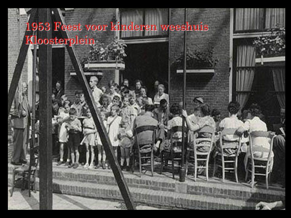 1953 Feest voor kinderen weeshuis Kloosterplein