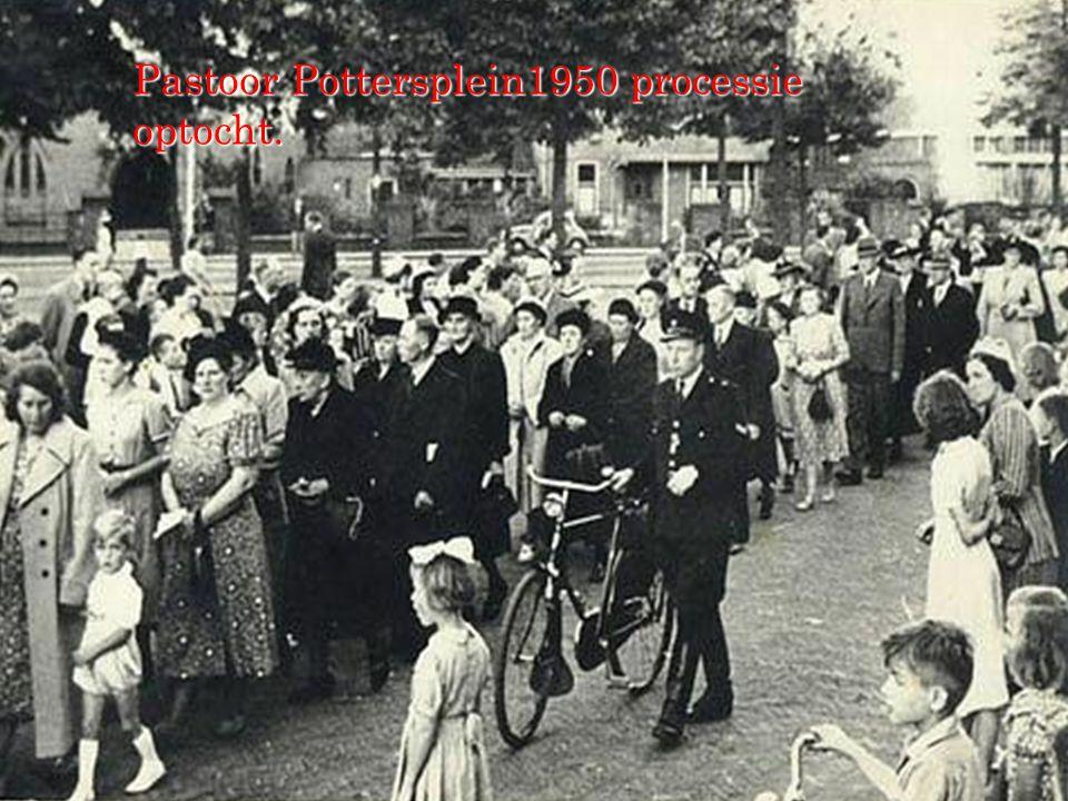 Pastoor Pottersplein1950 processie optocht.